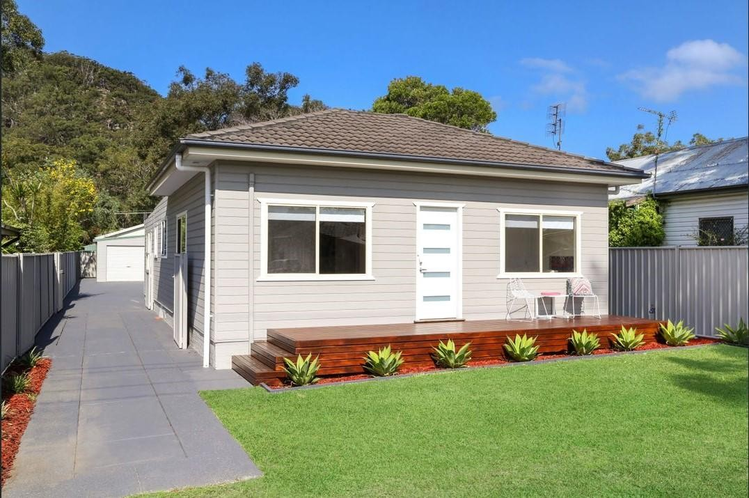 8 Collareen Street, Ettalong Beach  nsw  2257-1